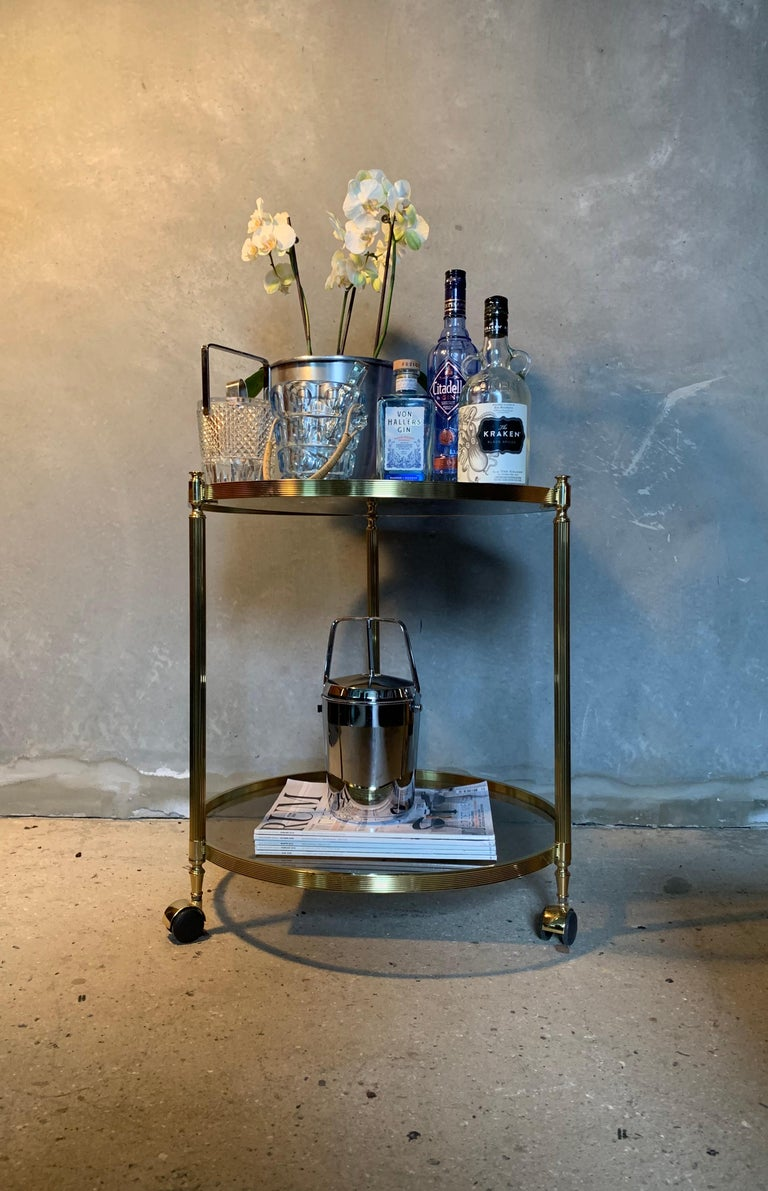 Mid-20th Century Italian Round Brass and Glass Cocktail Bar Cart For Sale