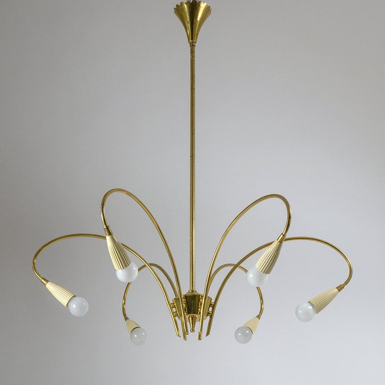 Very fine Italian brass chandelier from the early 1950s or possibly late 1940s. Nice example of how traditional designs were reworked with a modernist approach during these early post-war years. The chandelier is entirely in brass with the exception