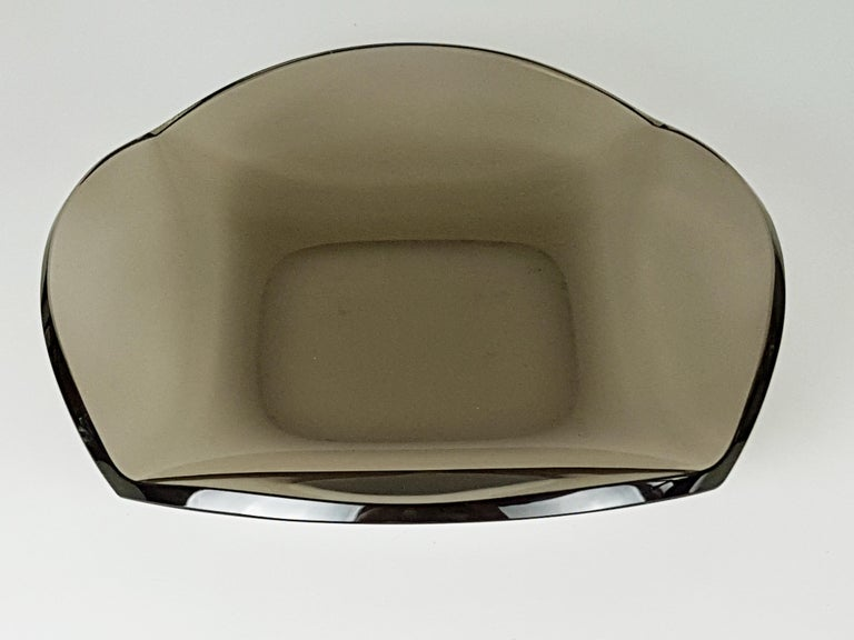 Italian Smoked Glass Centerpiece by Erwin Burger for Fontana Arte, 1960s In Good Condition For Sale In Varese, Lombardia