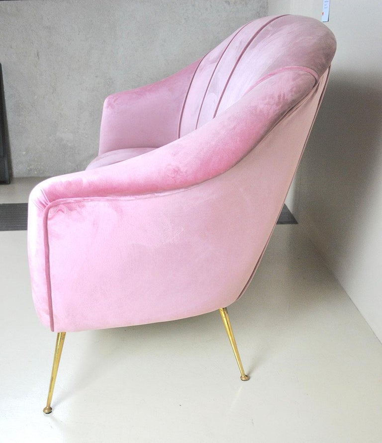 Italian Sofa, Early 1960s, in Pink Velvet and Brass Feet For Sale 1