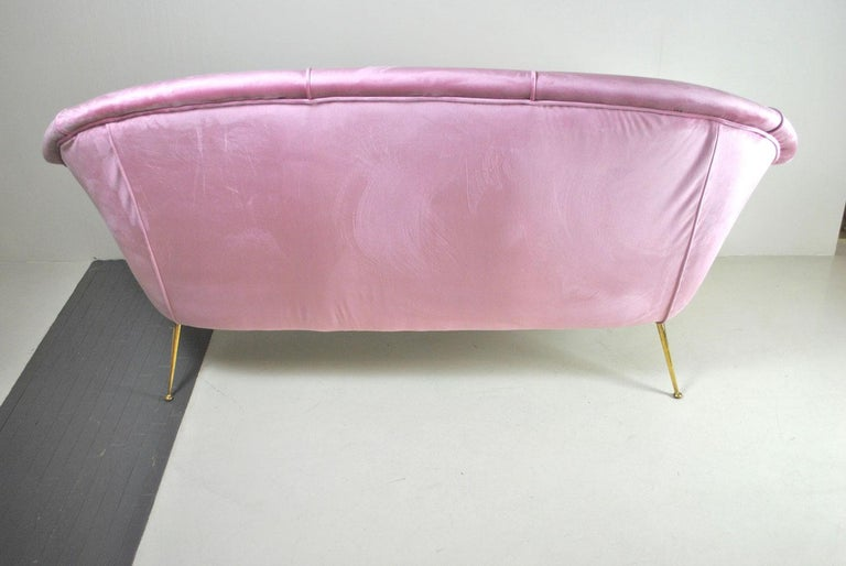 Italian Sofa, Early 1960s, in Pink Velvet and Brass Feet For Sale 2