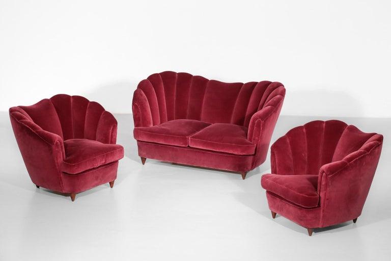 Mid-Century Modern Italian Sofa Gio Ponti Style 1960s Burgundy Velvet For Sale