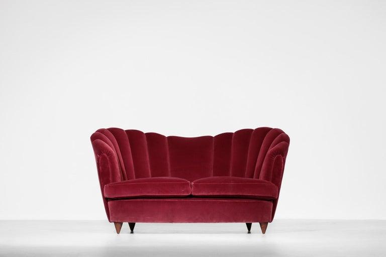 Italian Sofa Gio Ponti Style 1960s Burgundy Velvet For Sale 2