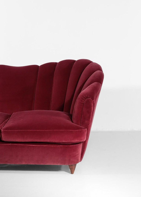 Italian Sofa Gio Ponti Style 1960s Burgundy Velvet For Sale 3