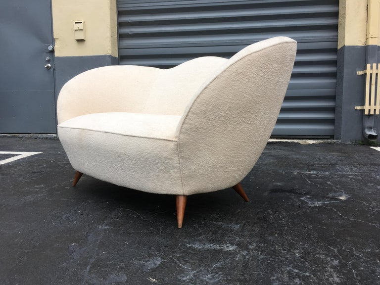 Fantastic Italian sofa from the 1950s. Very much in the style of Gio Ponti.