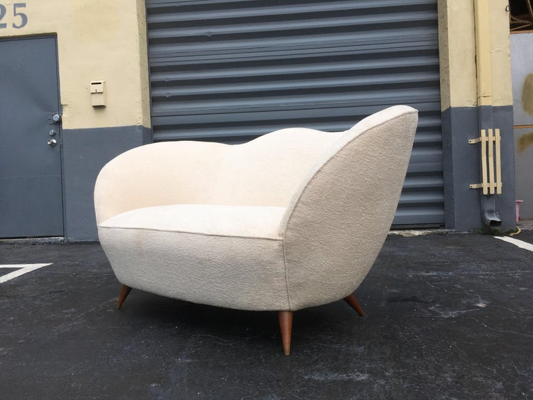 Italian Sofa in the Style of Gio Ponti, 1950s In Good Condition For Sale In Opa Locka, FL