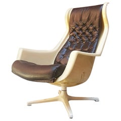 Italian Space Age Armchair in Leather and Plastic Form 1970