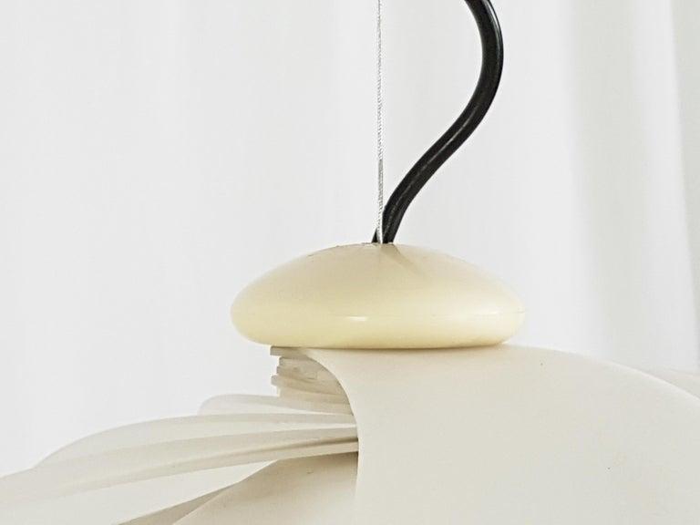Italian Space Age White Plastic & Chromed Metal Three Lights 1960s Pendant For Sale 3