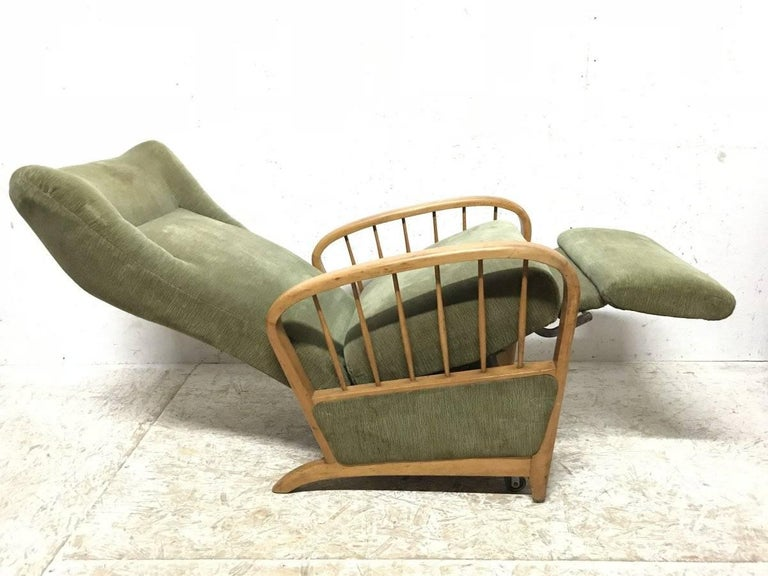 Italian Style Fully Reclining Armchair in Beech Wood with Original Green Fabric For Sale 3