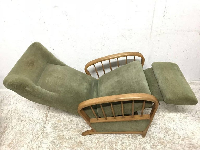 Italian Style Fully Reclining Armchair in Beech Wood with Original Green Fabric For Sale 4