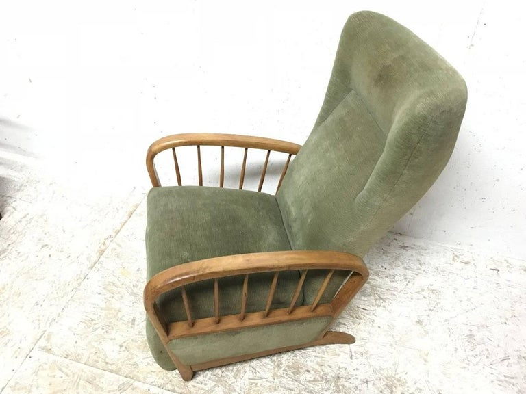 English Italian Style Fully Reclining Armchair in Beech Wood with Original Green Fabric For Sale