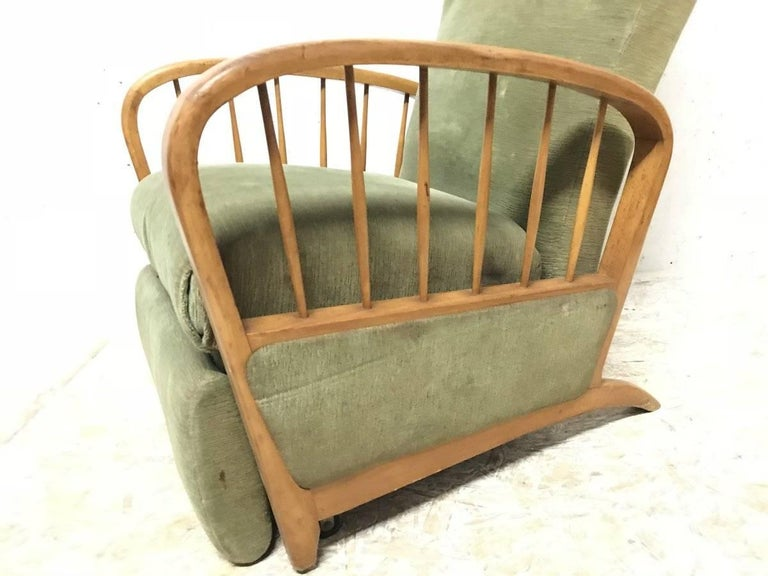 20th Century Italian Style Fully Reclining Armchair in Beech Wood with Original Green Fabric For Sale