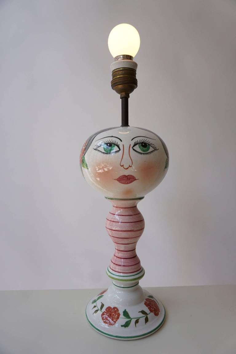 Italian table lamp. Measures: Diameter 12 cm. Height figure 28 cm. Total height 37 cm.