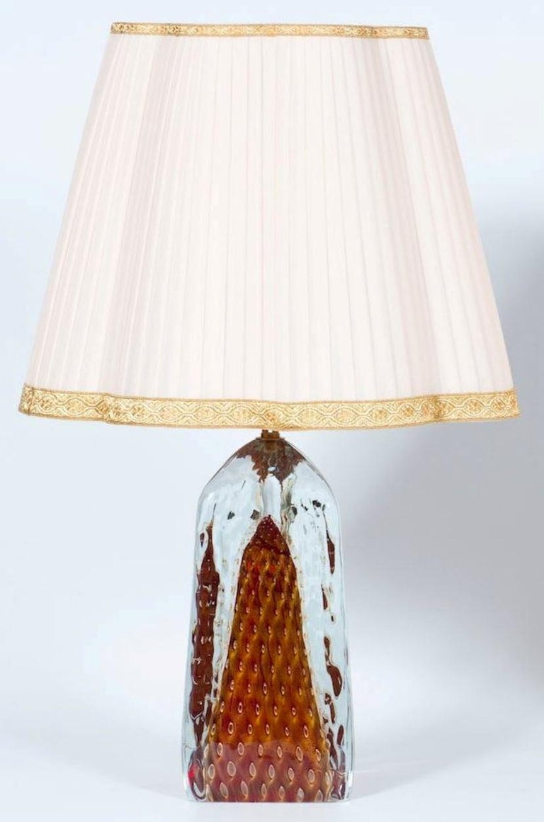 Elegant Italian table lamp in Murano glass red with 24-karat gold bubbles all submerged in transparent glass, in a very particular triangular shape, with an elegant brass frame. All parts were made and realized in the Murano Island, by blowing the