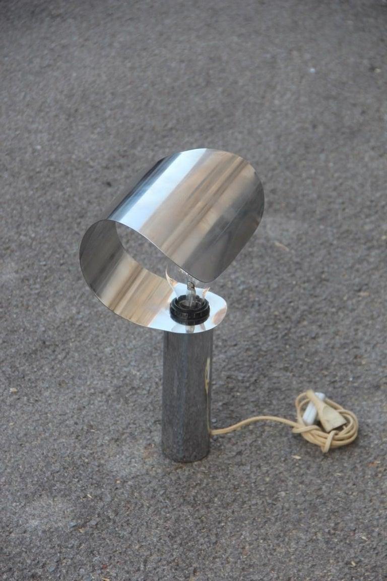 Italian table lamp steel curved silver, 1970s. 1 Light Bulb E27 max 80 Watt.