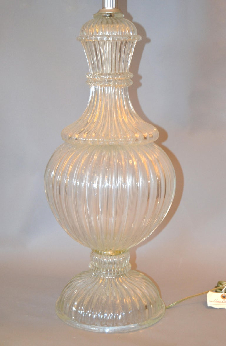 Italian Tall Clear Hand Blown Ribbed Murano Glass and Aluminum Neck Table Lamp For Sale 7