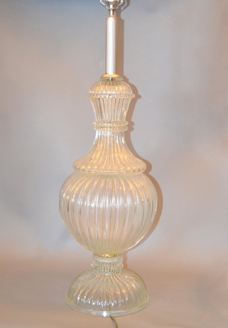 Italian Tall Clear Hand Blown Ribbed Murano Glass and Aluminum Neck Table Lamp For Sale 8