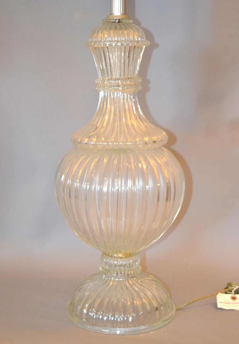 Hand-Crafted Italian Tall Clear Hand Blown Ribbed Murano Glass and Aluminum Neck Table Lamp For Sale
