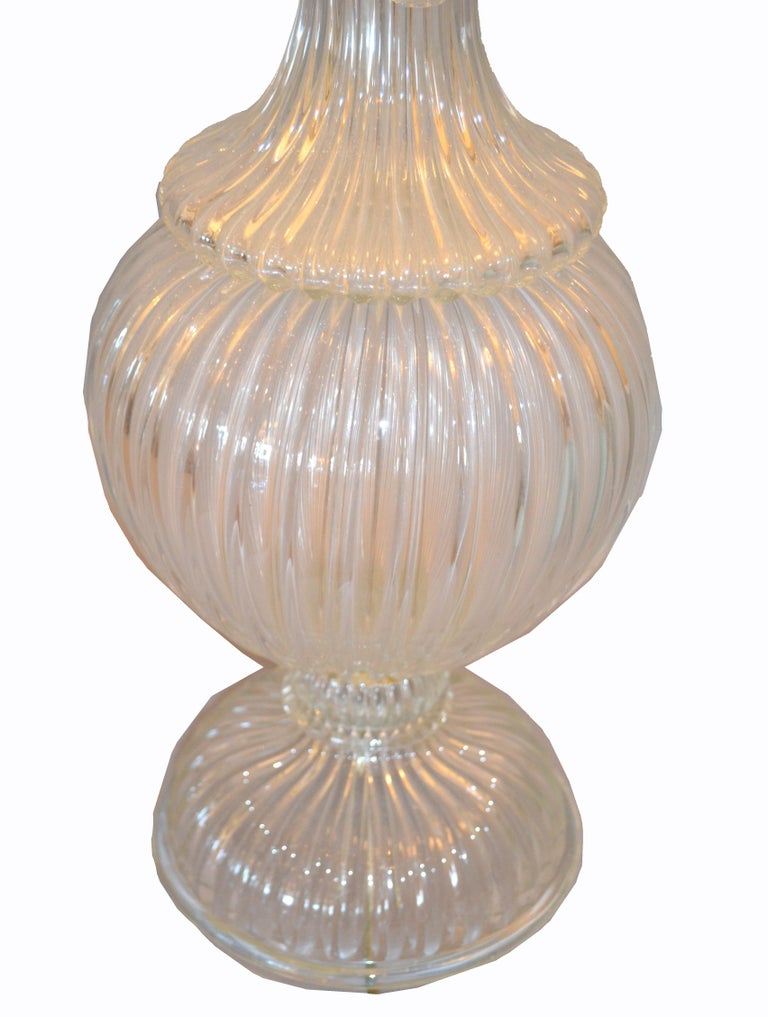 Italian Tall Clear Hand Blown Ribbed Murano Glass and Aluminum Neck Table Lamp In Good Condition For Sale In Miami, FL