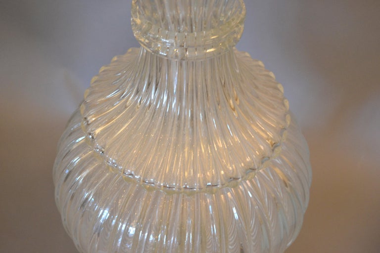 Italian Tall Clear Hand Blown Ribbed Murano Glass and Aluminum Neck Table Lamp For Sale 1