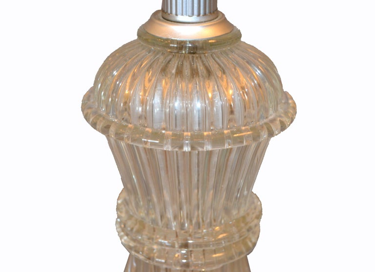 Italian Tall Clear Hand Blown Ribbed Murano Glass and Aluminum Neck Table Lamp For Sale 2