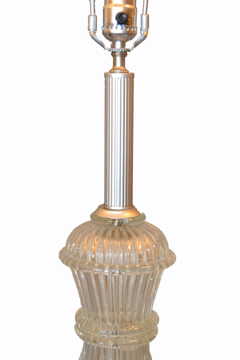 Italian Tall Clear Hand Blown Ribbed Murano Glass and Aluminum Neck Table Lamp For Sale 3