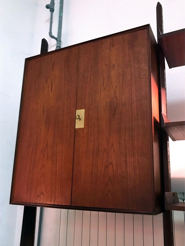 Italian Teak Wood Freestanding Bookcase by Vittorio Dassi with Palutari, 1950s For Sale 8