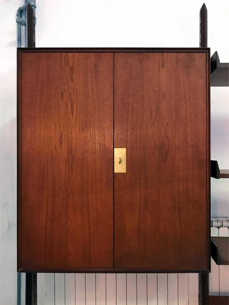 Italian Teak Wood Freestanding Bookcase by Vittorio Dassi with Palutari, 1950s For Sale 10