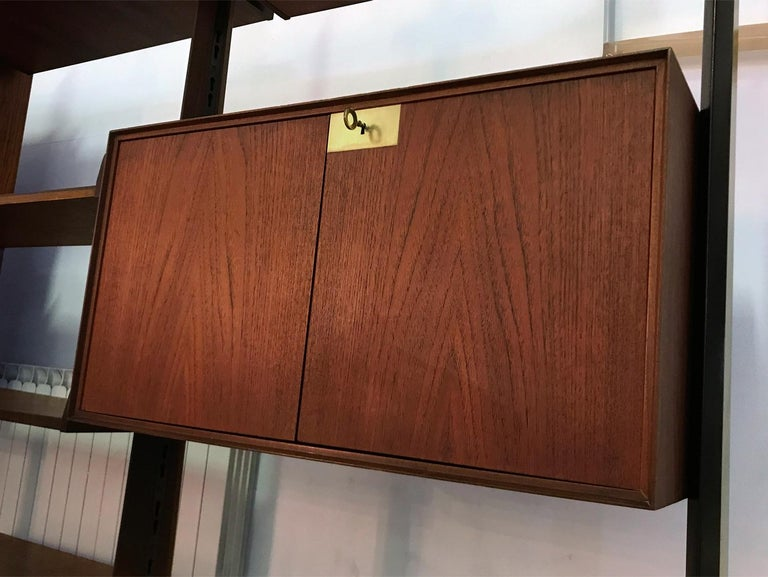 Italian Teak Wood Freestanding Bookcase by Vittorio Dassi with Palutari, 1950s In Good Condition For Sale In Traversetolo, IT