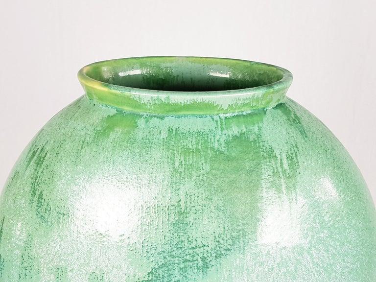 Green ceramic vase design by Guido Andloviz for S.C.I. Laveno in the 1940s. Very good condition.