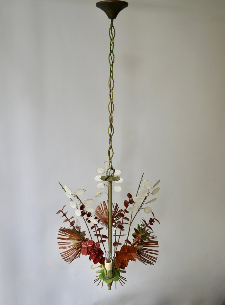 Italian Tole Painted Floral Chandelier Light Fixture In Good Condition In Antwerp, BE