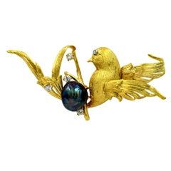 Italian Toliro Dove Tahitian Pearl and Diamond 18 Karat Yellow Gold Brooch Pin