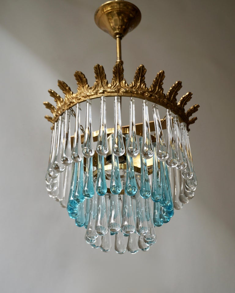 Hollywood Regency Italian Transparent and Blue Crystals Tear Drop Chandelier For Sale