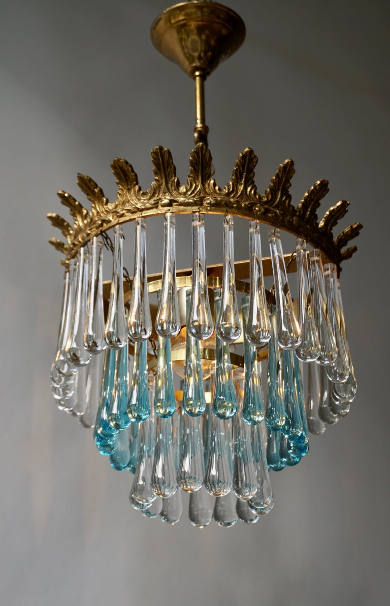Italian Transparent and Blue Crystals Tear Drop Chandelier In Good Condition For Sale In Antwerp, BE