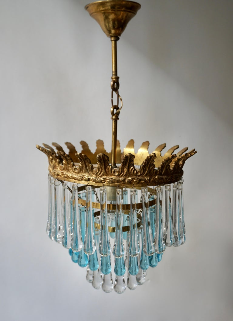 Italian Transparent and Blue Crystals Tear Drop Chandelier For Sale 1