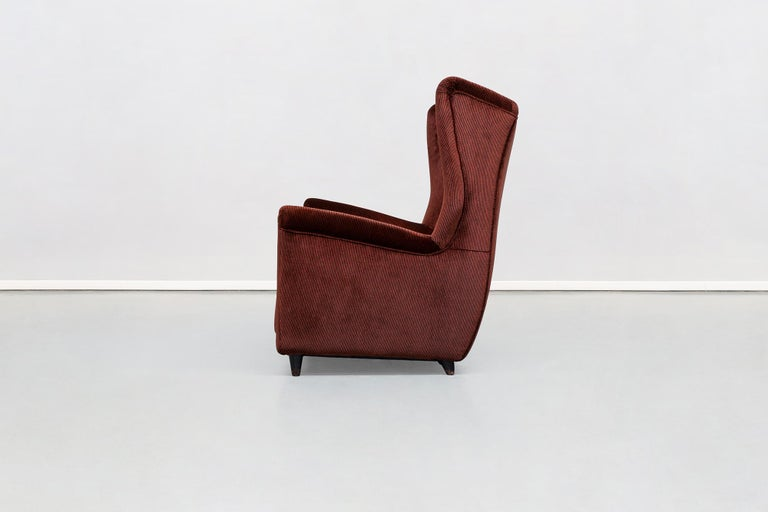 Mid-Century Modern Italian Two-Seat Sofa in Red Corduroy Velvet by Grand Hotel Duomo Milano, 1950 For Sale