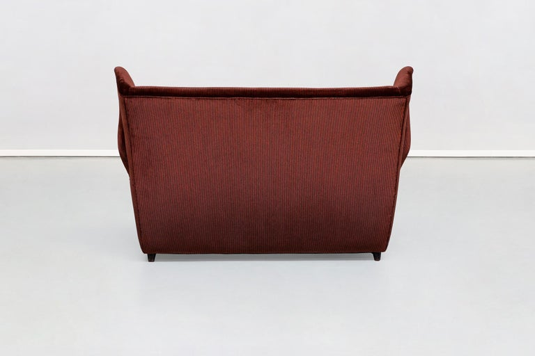 European Italian Two-Seat Sofa in Red Corduroy Velvet by Grand Hotel Duomo Milano, 1950 For Sale