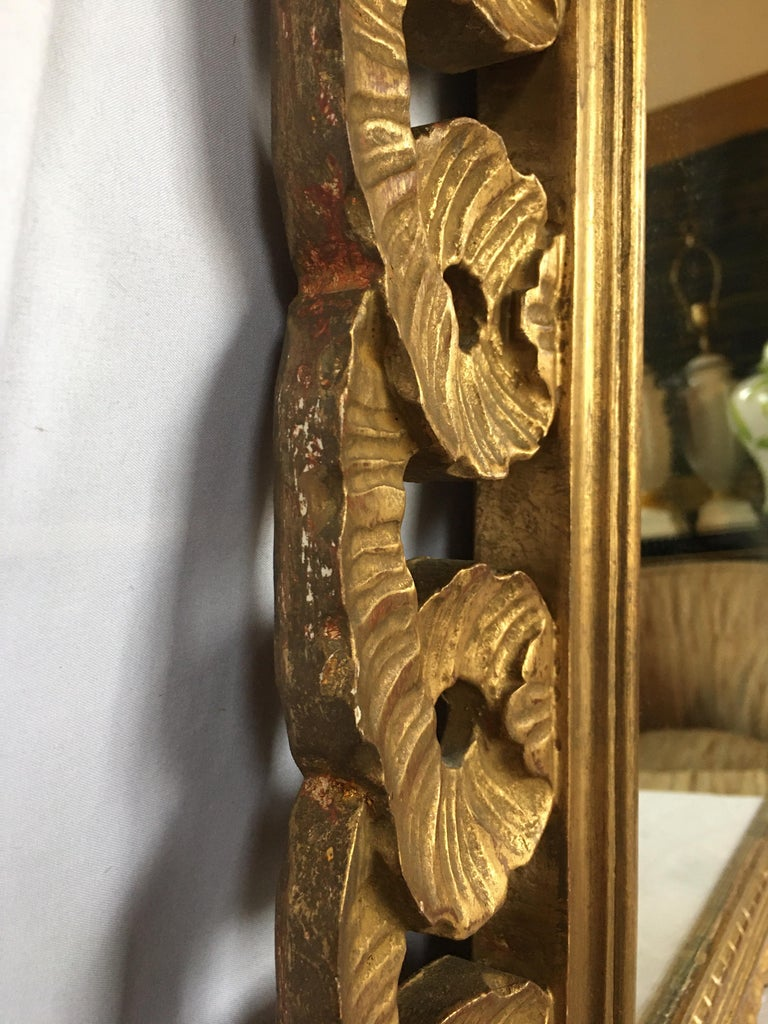 Italian Venetian Carved Gesso Giltwood Scalloped Ribbon Loop Wall Mirror For Sale 4