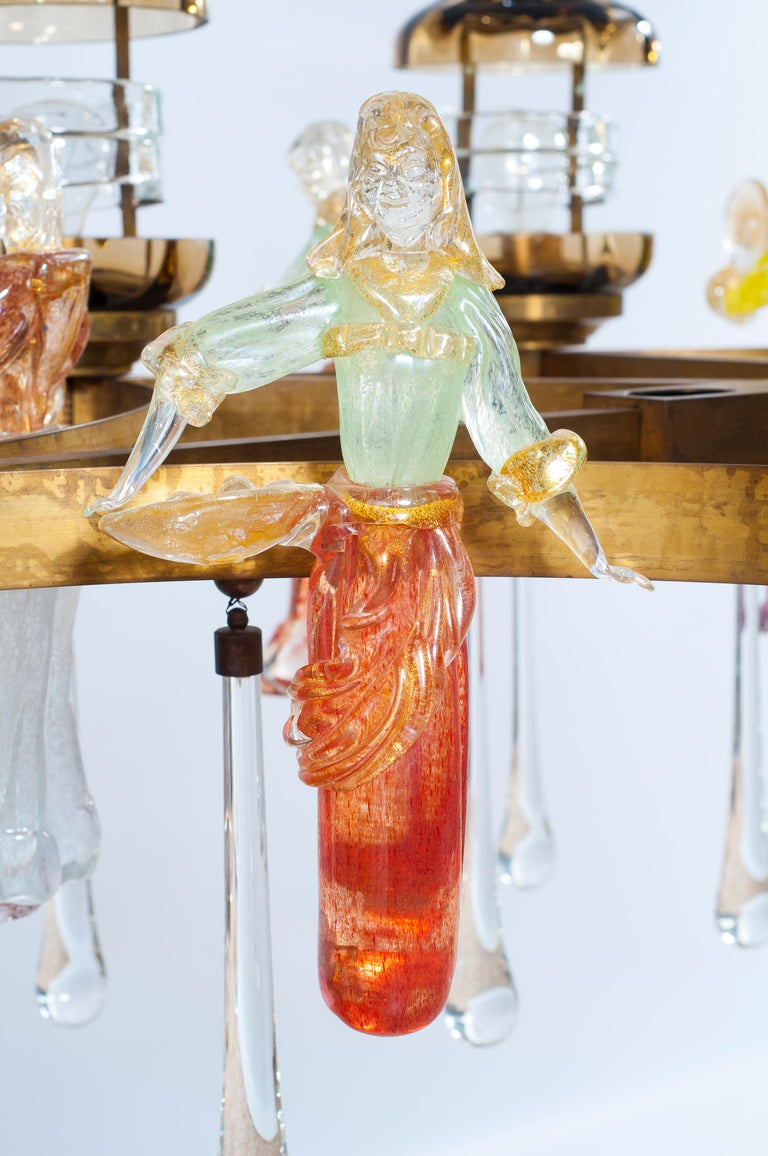 Italian Chandelier in Blown Murano Glass Colorful Statues and brass frame 1950s For Sale 7