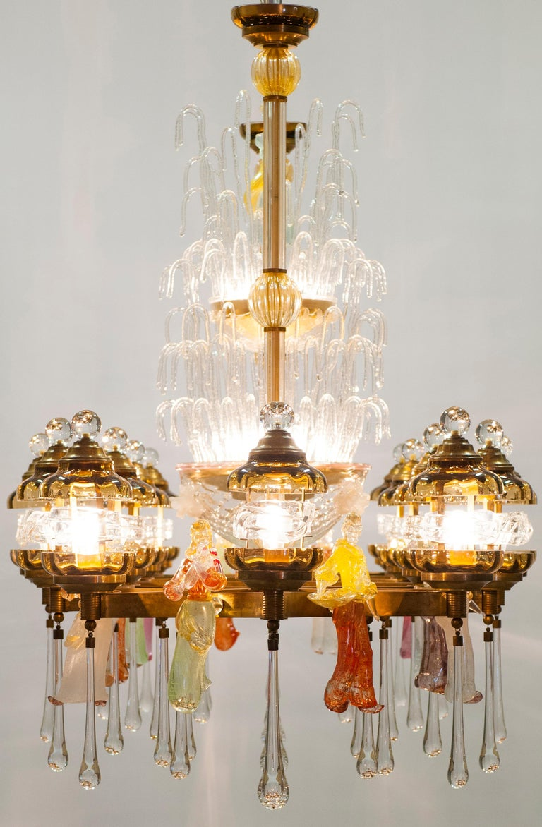 Italian Chandelier in Blown Murano Glass Colorful Statues and brass frame 1950s For Sale 13