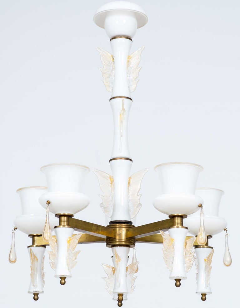 Elegant and unique, Italian Venetian, chandelier, blown Murano glass, white and brass, De Majo, 1970s.