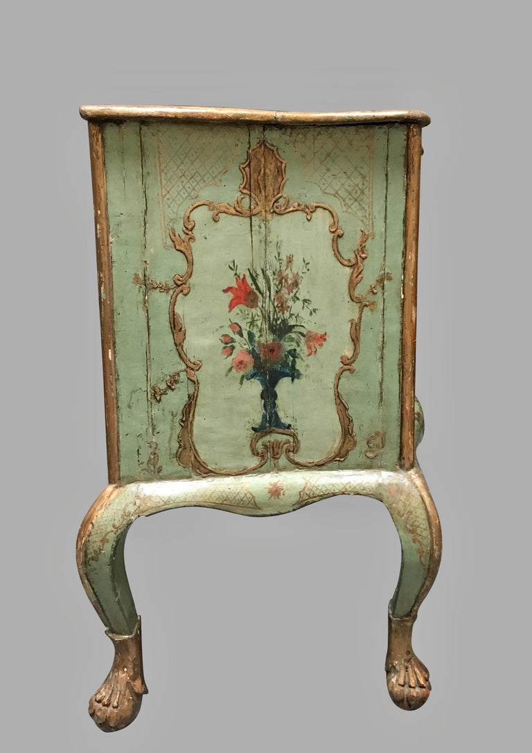 Venetian Rococo Style Serpentine Painted Commode In Good Condition For Sale In San Francisco, CA