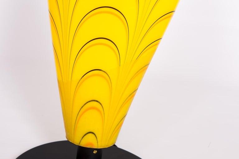 Italian Table Lamp in Blown Murano Glass Yellow and dark orange stripes, 1990s In Excellent Condition For Sale In Villaverla, IT