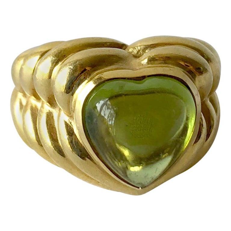 Italian Vesco 18 Karat Gold Peridot Heart Love Ring For Sale
