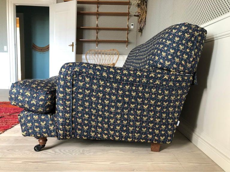 Italian Vigo Magistretti Two-Seat Sofa Designed in 1988 in Customized Textile For Sale 1