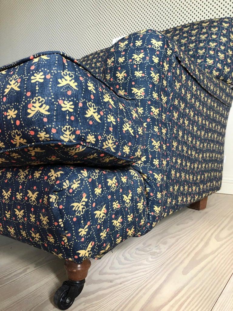 Italian Vigo Magistretti Two-Seat Sofa Designed in 1988 in Customized Textile For Sale 3
