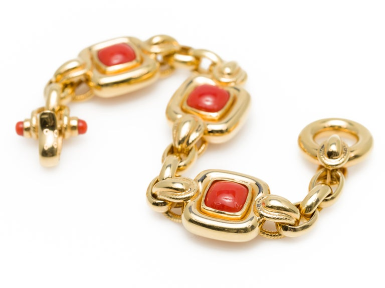Italian 1970s Natural Mediterranean Cabochon Coral Bracelet in 18 Karat Gold For Sale 6