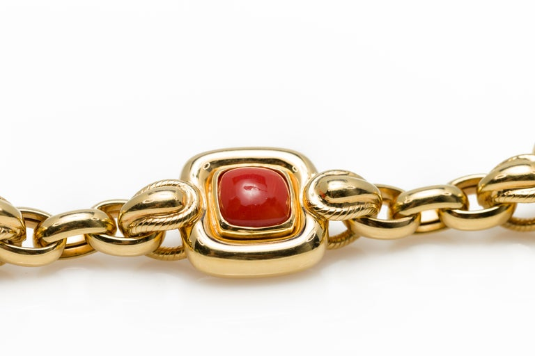 Italian 1970s Natural Mediterranean Cabochon Coral Bracelet in 18 Karat Gold For Sale 3