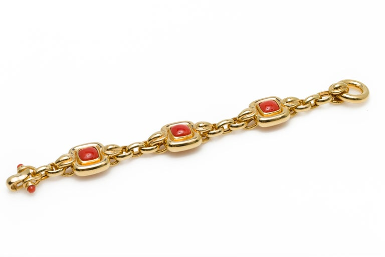 Italian 1970s Natural Mediterranean Cabochon Coral Bracelet in 18 Karat Gold For Sale 4
