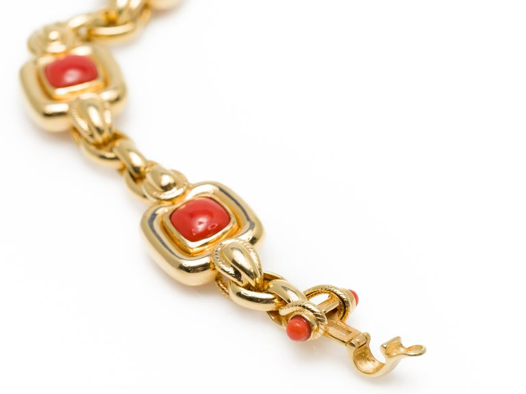 Italian 1970s Natural Mediterranean Cabochon Coral Bracelet in 18 Karat Gold For Sale 5